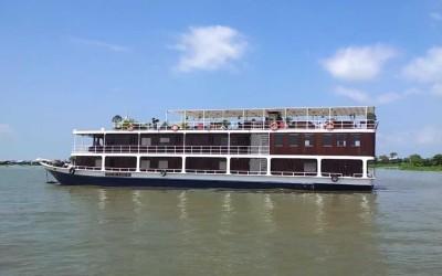 Toum Tiou cruise in cambodia